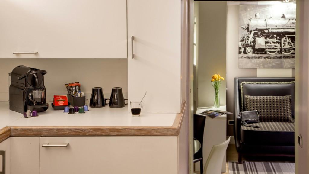 studio-room-apartment-roman-forum-rome-08