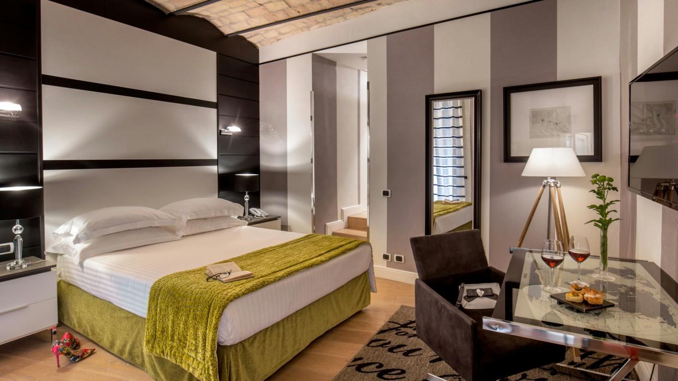 studio-room-apartment-roman-forum-rome-03-05-03-17
